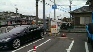 ファミリーマート豊川御油店での充電。コーンも用意されておりお店の経験も十分です!