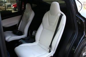 「Deuxy(Tesla Model X 90D)」の後席。48万㎞を超えてもシートはヤレていません。