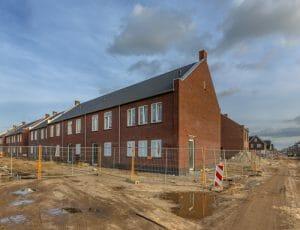 オランダの新築住宅の建築風景。2018年7月1日より原則的にガスを引いてはいけないことになった。現地のニュースサイト「DutchNews.nl」より転載。
