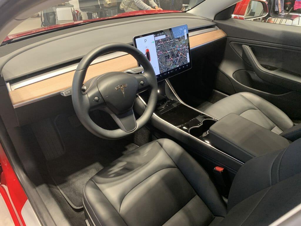 テスラモデル3 運転席