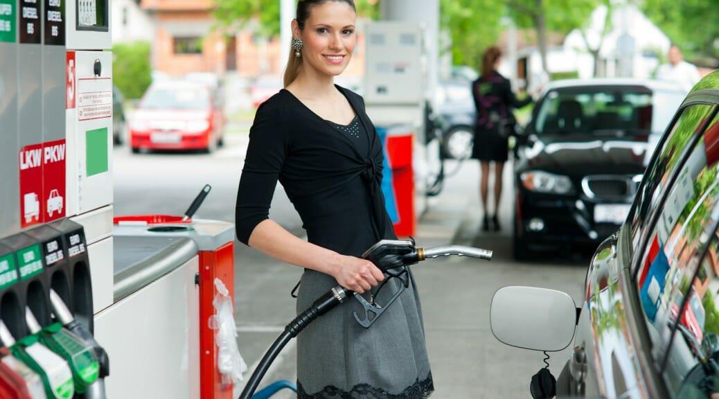 もっと電気自動車の充電スポットの数が増えないとだめ?