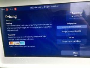 Chikopee Marketplace充電スポットの操作パネルの表示。この時点ではまだ料金は明らかにされていないが、「充電終了後放置の場合の課金(idle fee)」が予定されていることがわかる。