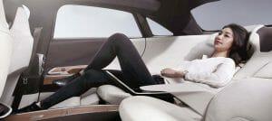 Lucid Airのリアシートには、Executive Seatingというスタイルも用意される。飛行機のファーストクラスのような姿勢でくつろげる。Lucid Motorsの公式サイトより転載。