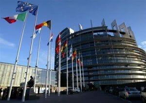 EU議会で可決した法案は、内燃車を滅亡に追い込む可能性を高めました。REUTERSのサイトより転載。