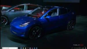 発表会場に満を持して登場したモデルYは、明るめの青のメタリックでした。Youtubeのライブストリームよりキャプチャ。