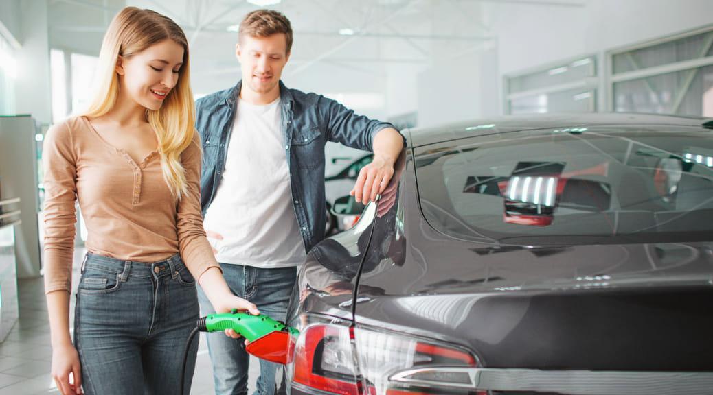 テスラ モデル3が市場に出た直後の2月期にヨーロッパで一番売れた純電気自動車になる