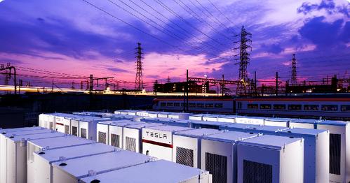 近鉄がテスラの蓄電池を導入 — 停電時に電車の安全を確保しピークカットも