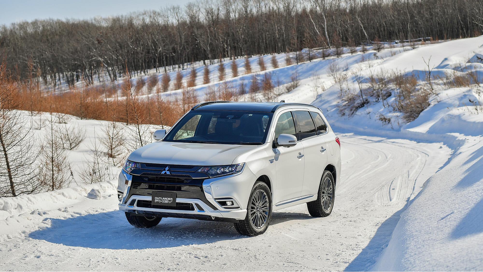 三菱アウトランダーPHEV(2019)雪上試乗〜4WDシステムの完成度を実感 | EVsmartブログ
