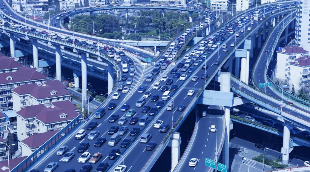 中国で電気自動車売上が前年比118%増、化石燃料車は13%の下落