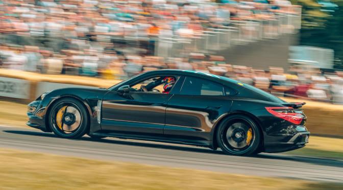 ポルシェ純電気自動車「タイカン」の急速充電は当面250kWに制限と報道
