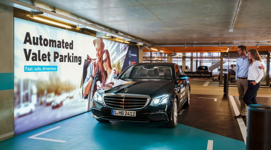 ダイムラーとボッシュがレベル4自動運転駐車システムの承認を発表