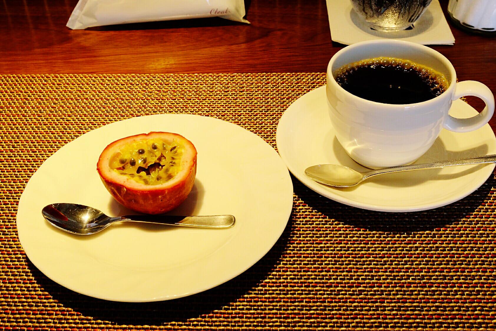 女将さんが奄美の実家から送られてきたパッションフルーツをデザートに出してくれた。