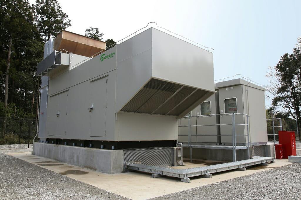 白井データキャンパスの非常用ガスタービン発電機。IIJのニュースリリースより転載。