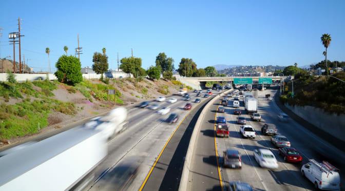 連邦政府のZEV規制潰しに反発するカリフォルニア州が、政府に加担するメーカーの新車購入を停止