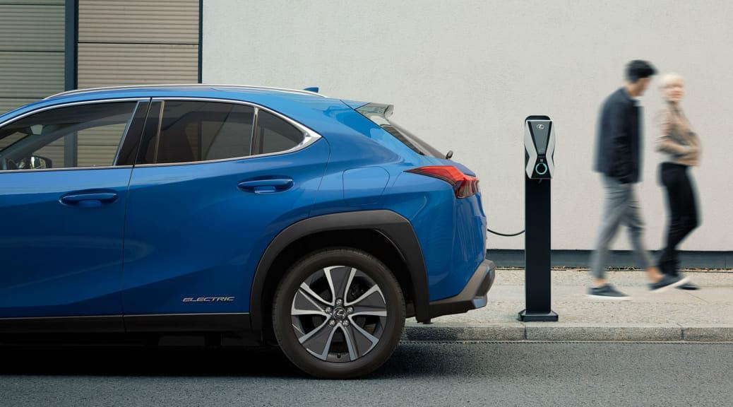 レクサス初の量産電気自動車『UX300e』が広州で静かに(?)世界初公開