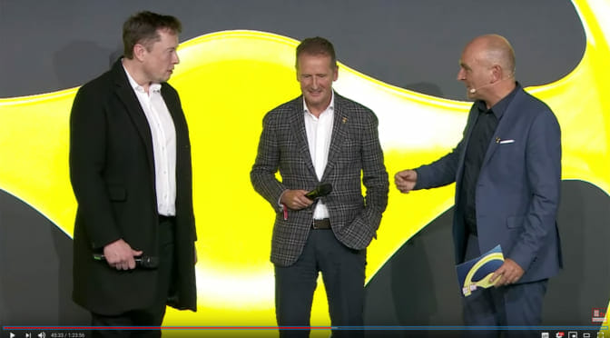 ドイツの自動車賞表彰式でイーロン・マスクが「ベルリン付近にギガファクトリーを作る」と明言