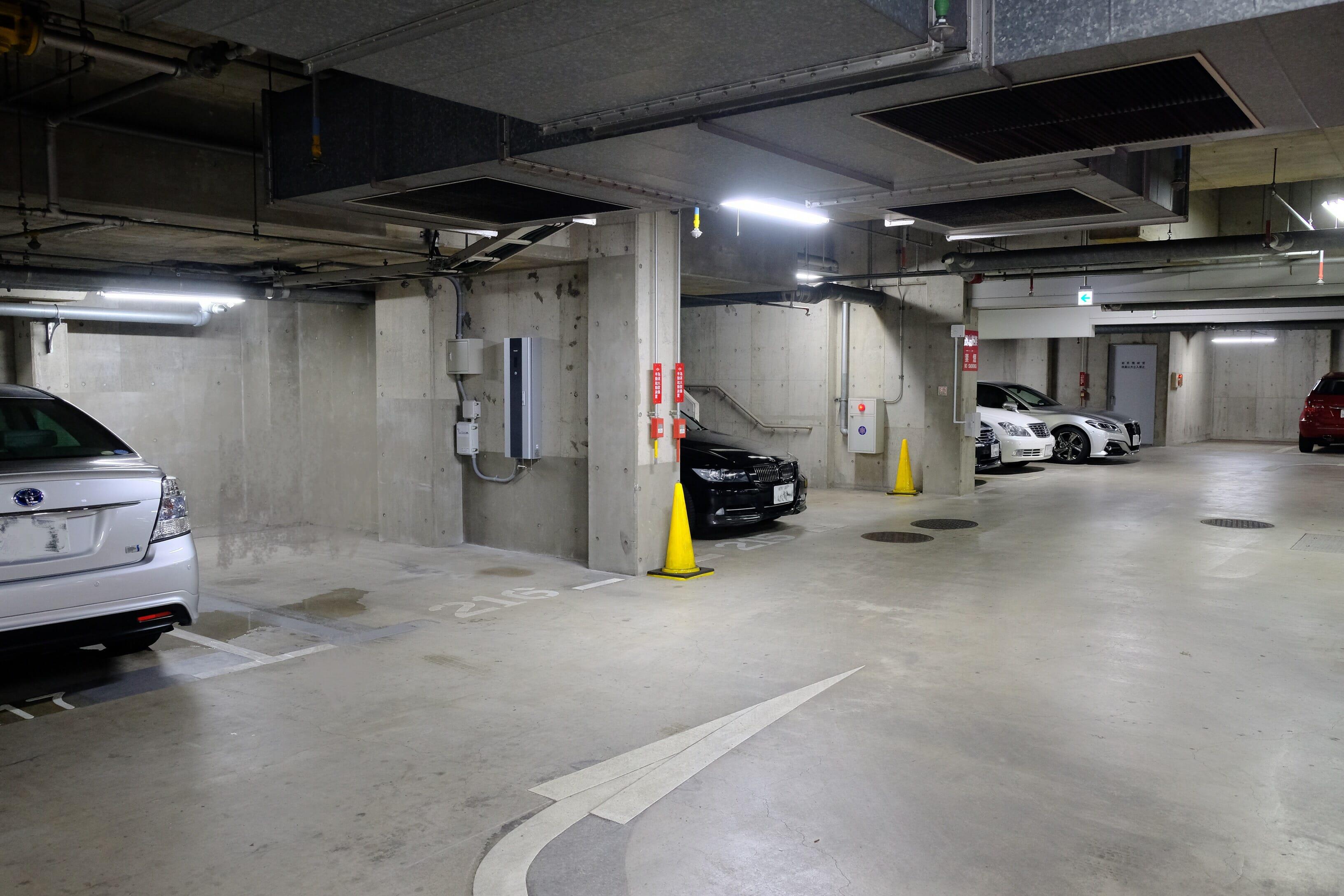 中央の218番ロットの壁面にあるのが、今回設置された普通充電器。