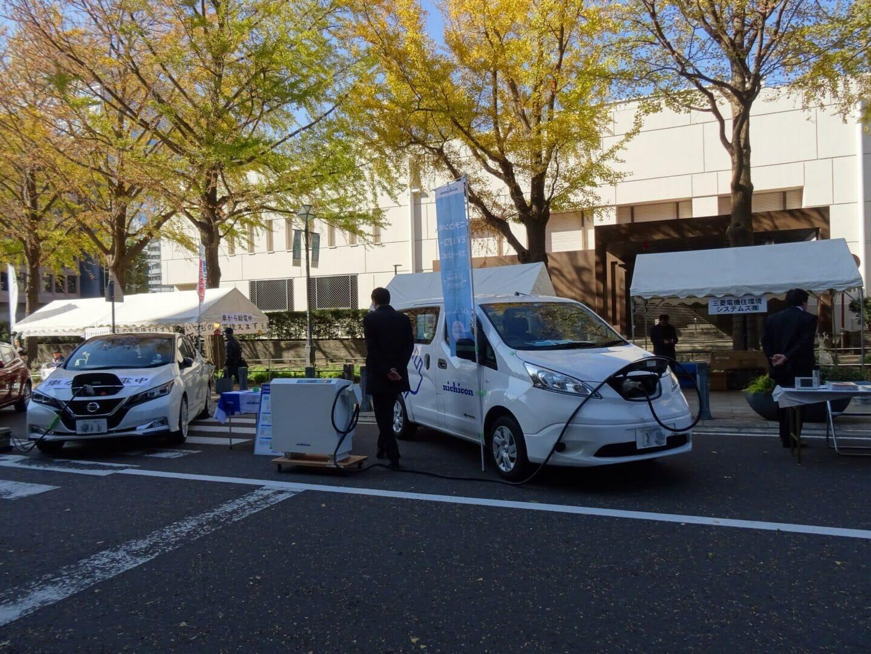 横浜の日本大通り付近にずらっと並んだEV。EVからの給電でもは2018年でも人気でしたが、今年は停電が多発したので、さらに注目を集めそうです。「神奈川県エコカー試乗会!in 日本大通り(2018/11/25)」のようす。