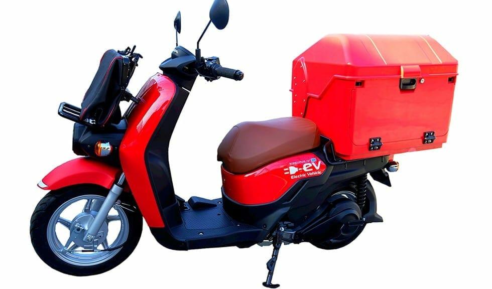 日本郵便が配達用にホンダの電気バイク『BENLY e:』導入〜社会の電動化が加速するか