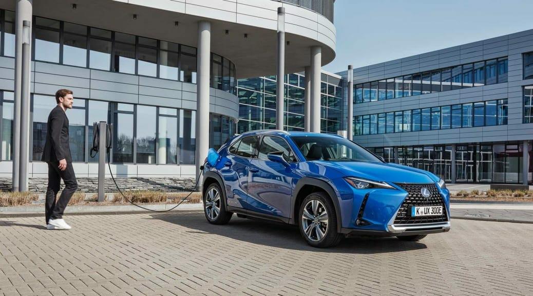 欧州レクサスの電気自動車『UX300e』のバッテリーは「10年100万キロ」保証付き
