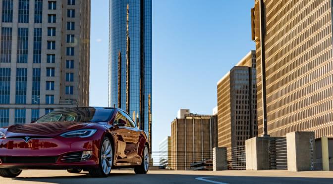 テスラ『モデルSロングレンジ・プラス』のEPA航続距離が400マイルを超えた!