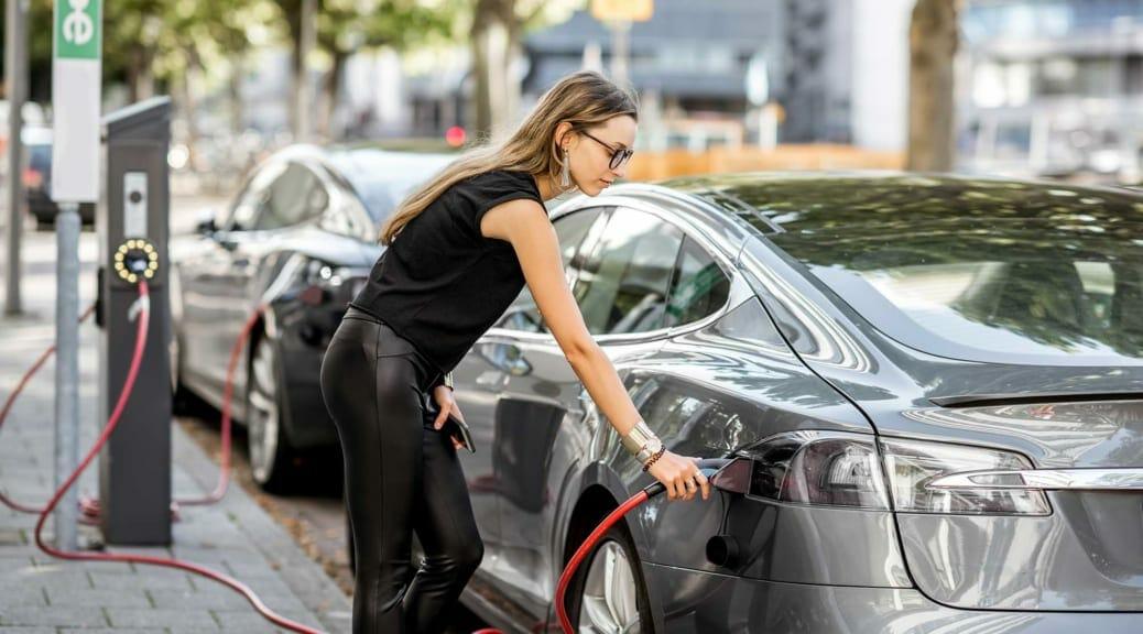 LG化学がテスラ車へのバッテリー供給増強〜EV用電池確保が生産台数の鍵になる