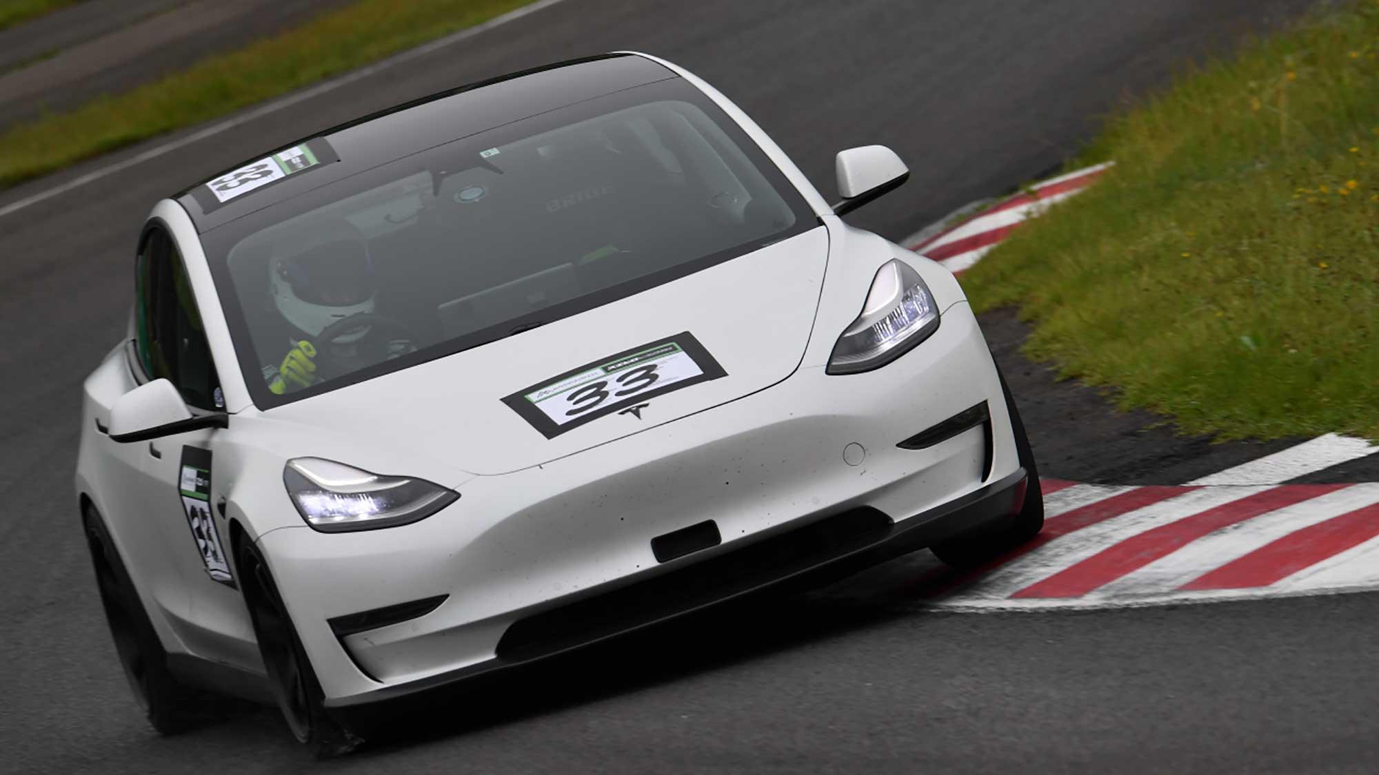 電気自動車レース『JEVRA』の魅力を再確認 【PART3】テスラ『モデル3』の衝撃 | EVsmartブログ