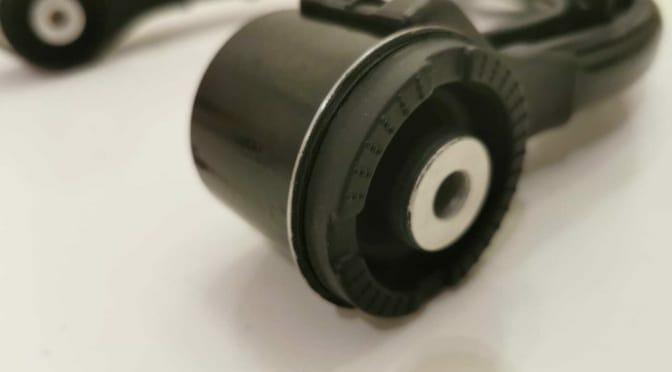 テスラ モデルXのフロント アッパーコントロールアーム交換(ギシギシ音)
