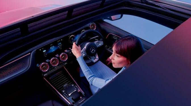 メルセデス・ベンツが日本第2弾の電気自動車『EQA』発売~急速充電は100kW対応
