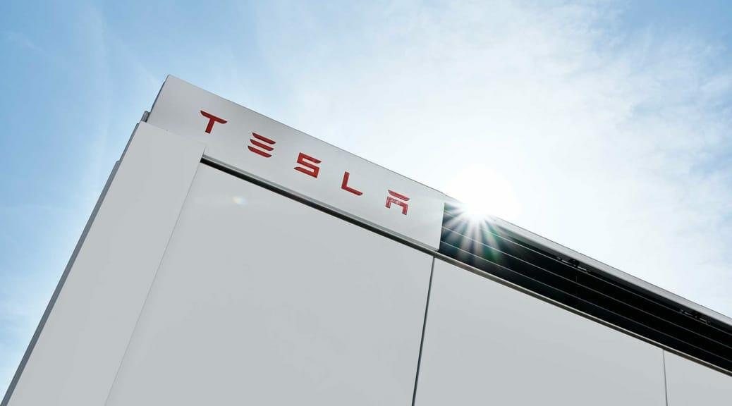 テスラの大型蓄電システム『メガパック』 が日本に上陸〜再エネ電力活用の進展へ