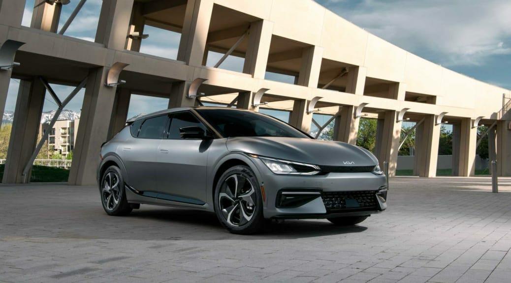キアの新型電気自動車『EV6』が日本以外の世界で発売へ〜アダプターでV2Lにも対応