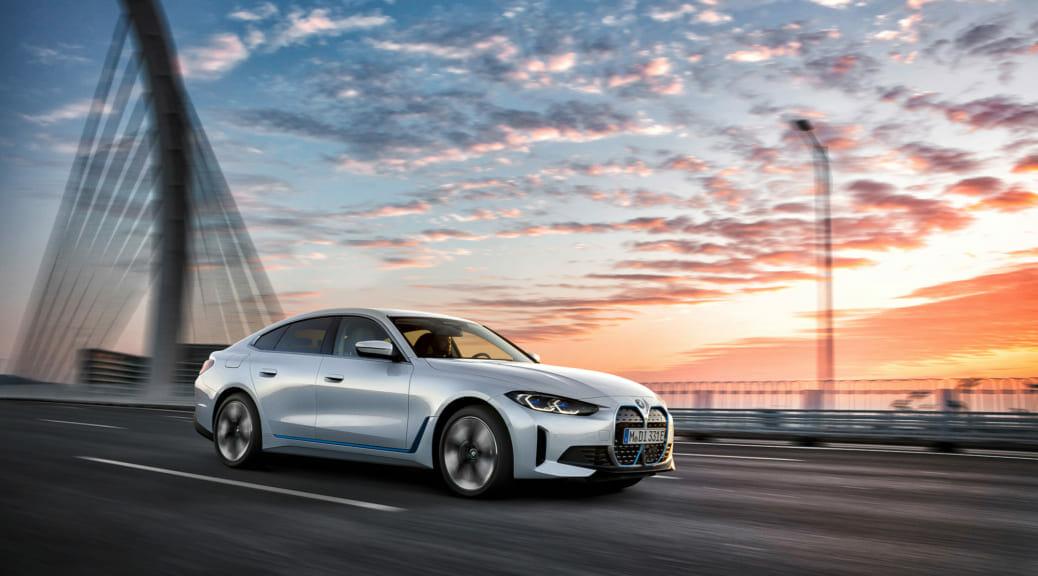 BMWが新型EV『i4』を発表し『M50』も含め国内予約注文開始〜最新情報ハイライト&走りを妄想