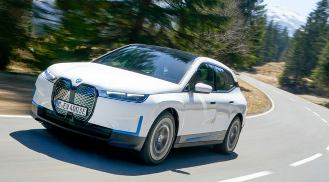 BMW『iX』ローンチ・エディションの2モデルが日本国内合計150台限定で先行販売