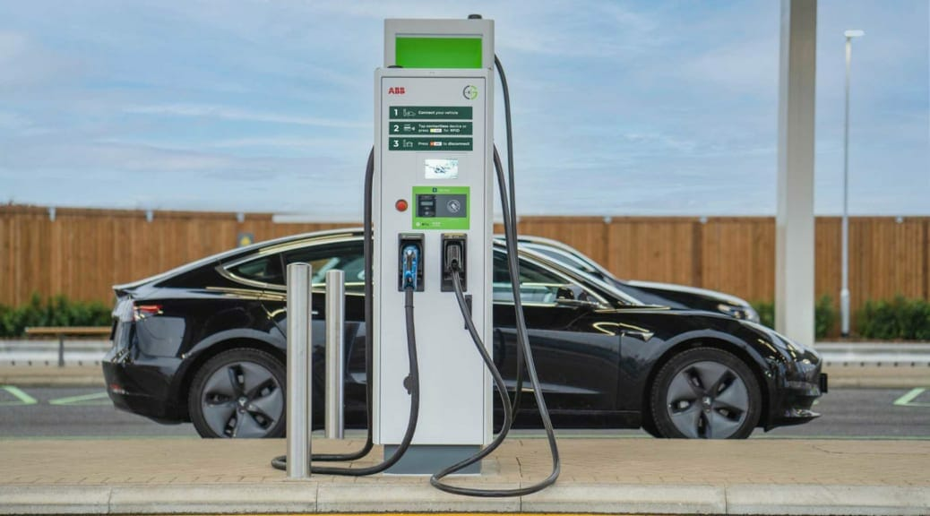 ABBが「EV用超急速充電器を英国の充電ネットワークに納入」のニュースに感じる「がんばれニッポン!」