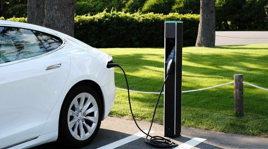 アンケート実施中! EV充電器の美しい未来を目指す気鋭のベンチャー企業に「あなたの声」を届けよう