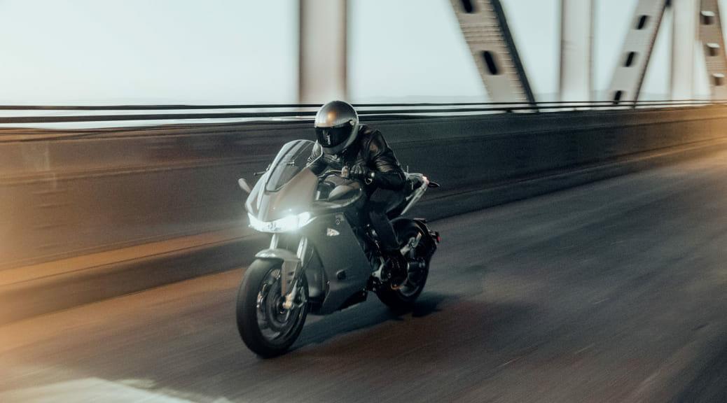 XEAMが導入する電動バイクZERO『SR/S』&『SR/F』〜中年ライダー試乗記第2弾